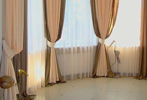 Двойные шторы в гостиной